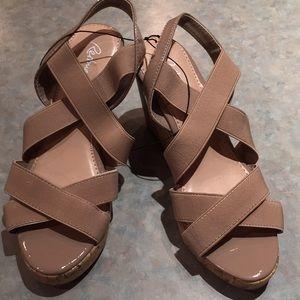 Reitmans beige platform sandals (sz 8)